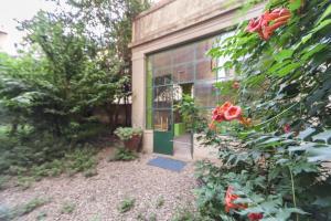 Rose Garden apartment