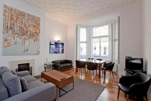 Luxury and Spacious Kensington Apartment
