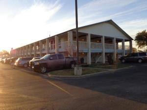 Windcrest Inn and Suites, Motel  Fredericksburg - big - 20