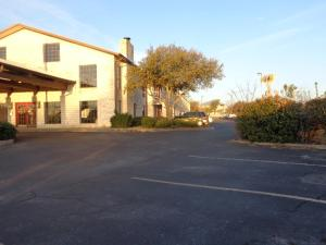 Windcrest Inn and Suites, Motel  Fredericksburg - big - 16