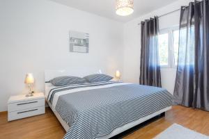 Holiday Home Iris, Apartments  Marina - big - 19