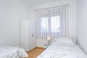 Holiday Home Iris, Apartments  Marina - big - 8