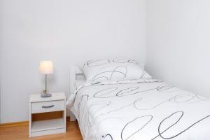 Holiday Home Iris, Apartments  Marina - big - 9