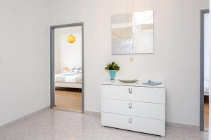 Holiday Home Iris, Apartments  Marina - big - 10