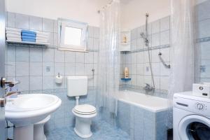 Holiday Home Iris, Apartments  Marina - big - 11