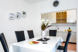 Holiday Home Iris, Apartments  Marina - big - 15