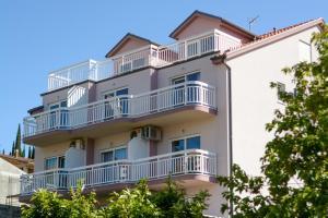 Apartments Mladen