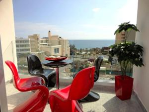 Avalon Beach Apartment