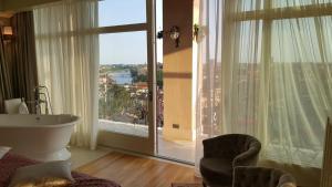 Suite with Terrace - Split Level