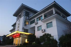 Longhushan Hotel