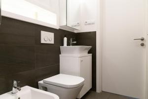 Hot Spot Center VIP, Apartmanok  Varsó - big - 46