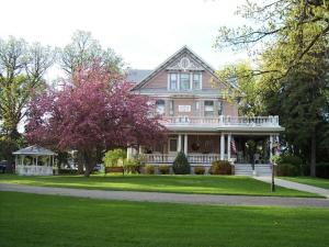 Nearby hotel : Dakotah Rose Bed and Breakfast