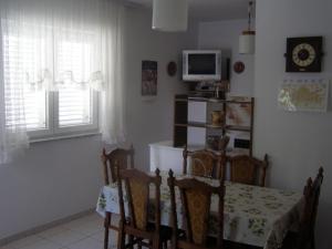 Apartments Roviš