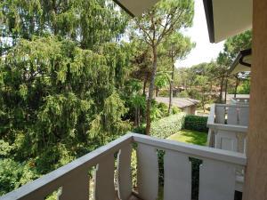 Locazione turistica Villa del Silenzio.1, Dovolenkové domy  Lignano Sabbiadoro - big - 7