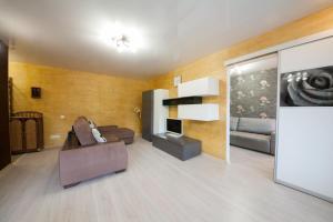 Apartment on Diktaturi Proletariata, Ferienwohnungen  Krasnoyarsk - big - 23