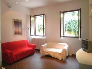 皮萨拉公寓 (Pesaro Apartment)