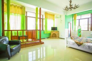 Summer Inn Yalong Bay