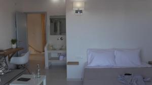 Daylight Hotel(Perissa)