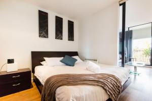Cleo - Beyond a Room Private Apartments - St Kilda, Victoria, Australia
