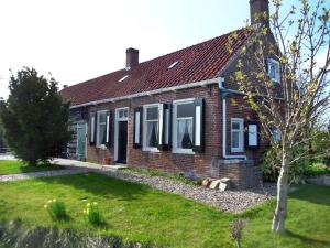 Holiday Home De Tollenaer