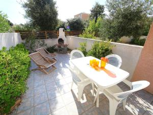 Holiday Home Les Jardins de la Clape, Holiday homes  Narbonne-Plage - big - 1