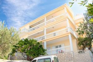 Apartments and Rooms Katarina