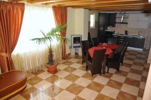 Pensiunea Lory, Guest houses  Piatra Neamţ - big - 8