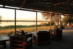 The Big 5 Chobe Lodge, Kunyhók  Kasane - big - 3