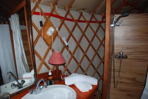 Almond Grove Yurt Hotel, Luxury tents  Ábrahámhegy - big - 17