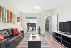 Glebe Self-Contained Modern One-Bedroom Apartment (7 COW)