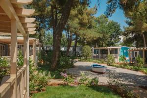 Marine Premium Village Mobile Homes in Camping Lanterna