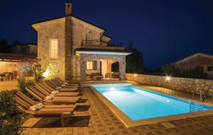 Three-Bedroom Holiday home with Sea View in Linardici