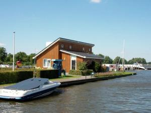 Holiday Home Waterpark De Meerparel - Lake Friendly