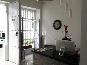(Hotel Portal de San Antonio)