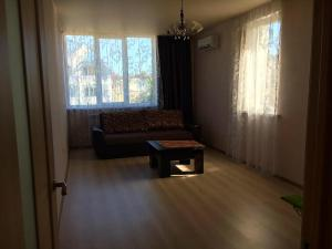 (Apartment on Novorossijskaja 279)