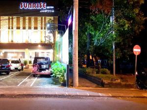 Deals On Sunrise Hotel Jombor Jogja In Yogyakarta Promotional Room