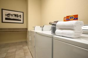 Country Inn & Suites by Radisson, St. Cloud East, MN, Отели  Saint Cloud - big - 21