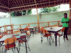 Дар-эс-Салам - Naam Suite Motel