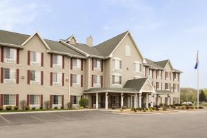 Country Inn & Suites By Carlson West Bend