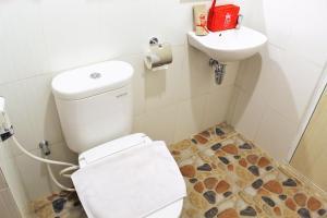 ZEN Rooms Pasar Ikan Losari, Hotely  Makassar - big - 3