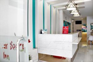ZEN Rooms Pasar Ikan Losari, Hotely  Makassar - big - 16