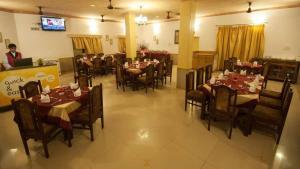 QiK Stay @ Rajputana Palace
