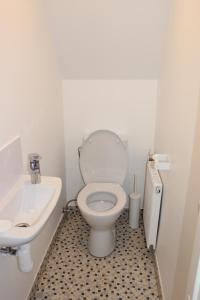 Three-Bedroom Apartment on Peldu 19, Apartmanok  Riga - big - 5