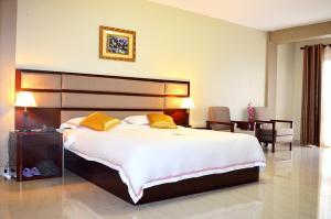 Кампала - Hillside Plaza Hotel