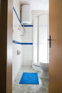 Studio Apartment Blue - фото 15