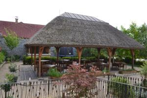 Hotel Slamený dom, Hotely  Košice - big - 40