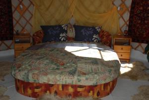 Almond Grove Yurt Hotel, Luxury tents  Ábrahámhegy - big - 50