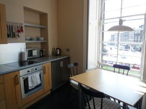 Silver Lining - Atholl Apartment