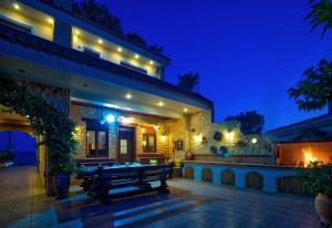 Villa Artemida in Loutsa