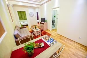 Apartment Sweet House Politika